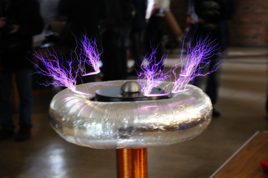 Halo - Rotary Solid State Tesla coil | Extreme Electronics